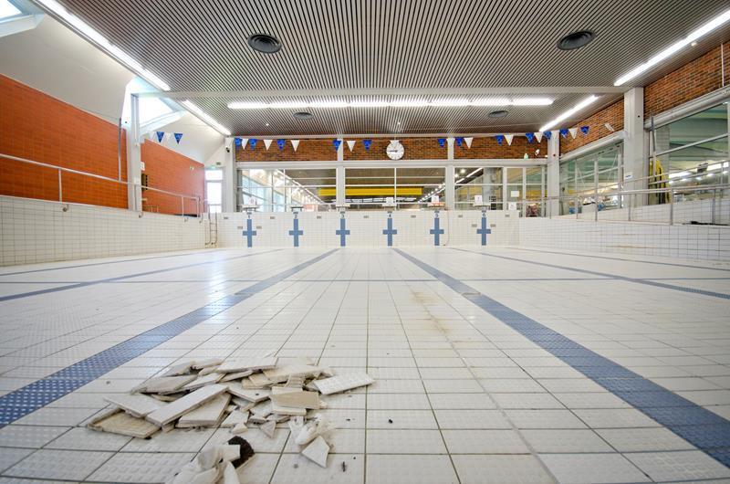 16347raksilan uimahalli laatat ja lediputket