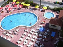 Lento ja hotellipaketti viikoksi yhdelle Espanjan Torreviejassa (Alicante). Sis. lennot Helsingistä tai Turusta, 7 yön majoitus, täysihoito sekä museolippu. Voimassa syys -toukokuussa.