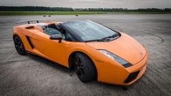 Koeaja Lamborghini, Porsche tai Corvette Suomen kaduilla sis. 15 min ajon valitsemallasi superautolla