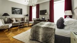 Yhden yön Junior-sviittimajoitus kahdelle Tallinnan ylellisessä 4* St Petersbourg -hotellissa, sis. majoitus Junior-sviitissä, aamiainen, aamusauna, wi-fi.