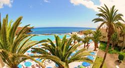 Etelä-Teneriffa: Viikon all-inclusive majoitus kahdelle sis. lentokenttäkuljetus. Hotellin erikoisuutena upea 3200m² merivesiallas josta merinäköala. Yksi lapsi ilmaiseksi!