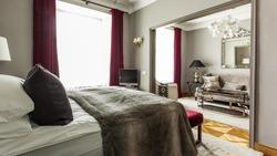 Yhden yön Hotel-sviittimajoitus kahdelle Tallinnan ylellisessä 4* St Petersbourg -hotellissa, sis. majoitus Hotel-sviitissä, aamiainen, aamusauna, wi-fi.