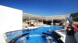 Phuketiin, Thaimaahan huippuhalvalla, 7 yön majoitus 4 tähden Absolute Bangla Suites - hotellissa. Sis. 7 yön majoitus sekä 7 x aamiainen ja illallinen.
