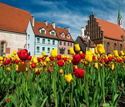Kevään kaupunkikohde Riika! Lennot Helsingistä ja 2 vrk majoitus tyylikkäässä 4 tähden hotellissa aamiaisella, sis  matkatavara lennolla. Lähtöjä huhti-toukokuussa!
