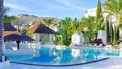 7 vrk Espanjan Aurinkorannikolla, neljän hengen majoitus luksussviitissä aamiaisella Almuñecarissa . Lämmitetty uima-allas.