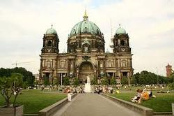 3 yön 4-tähden kaupunkiloma Berliinissä yhdelle! Sis. lennot, 4-tähden boutique majoitus, aamiainen, iltapäivätee ja lasi sherryä ja ruumaan kirjattava matkalaukku. Lähtöjä elokuussa.